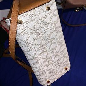 Michael Kors Bags - Michael Kors purse amazing condition like new
